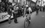 Gerard Simonnot déçu de sa 3ème place course Bordeaux-Saintes cycliste 1976 (photo Sud-Ouest)